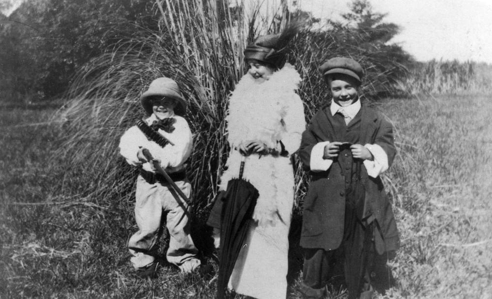 three_children_dressing_up_as_adults2c_horton2c_1912_28650426577129